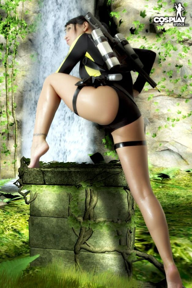 Lara Croft - Tomb Raider by CosplayErotica