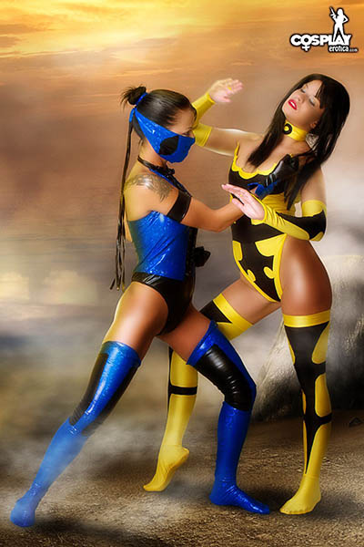 MeaLee vs Ginger in Mortal Kombat Cosplay