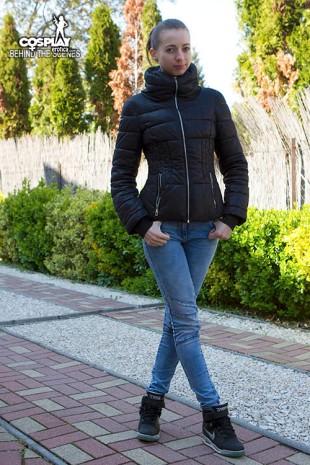 leyla_behind_2972